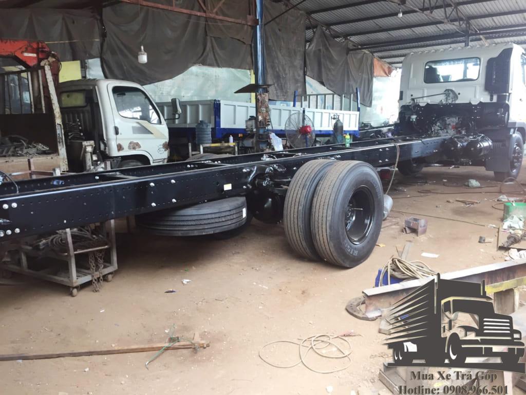 chassis xe hino fg gắn cẩu