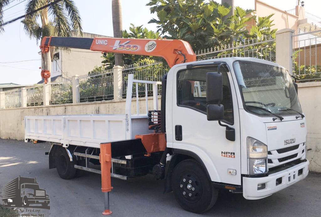 xe tải npr85ke4 gắn cẩu unic