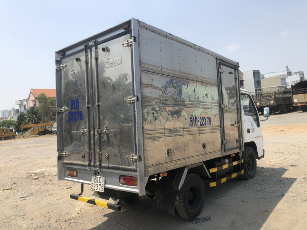 xe-isuzu-cu-1t5-thung-kin-4